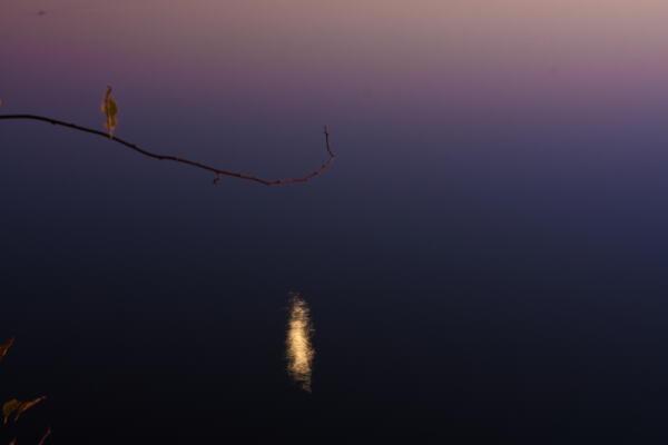月と湖 網走湖