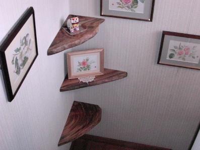 階段~コーナー棚。