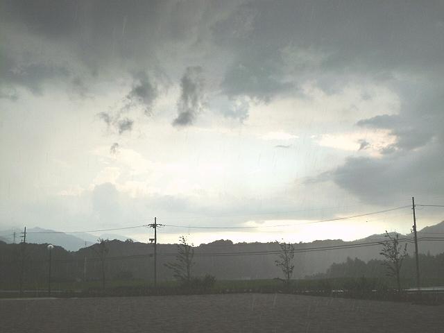 雲行き大雨
