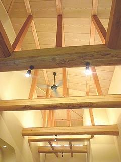 木で出来ている天井