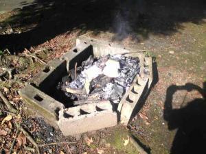 二酸化炭素を吐き出して、焚火が呼吸をしているよ!
