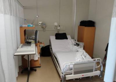 大学病院の病室1