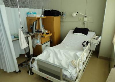 大学病院 病室2(窓際)