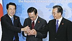 韓国と中日、というべきか、中韓と日本というべきか。