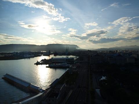 ホテルから高松港(2011.08.06)