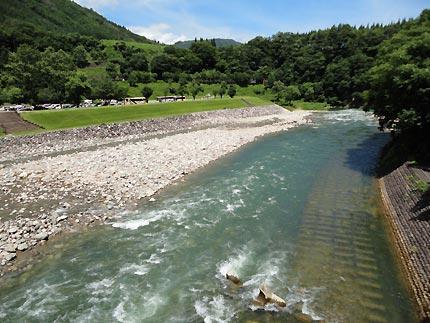 白川郷 飛騨牛の串焼きと、かき氷 : (岐阜/白川郷)