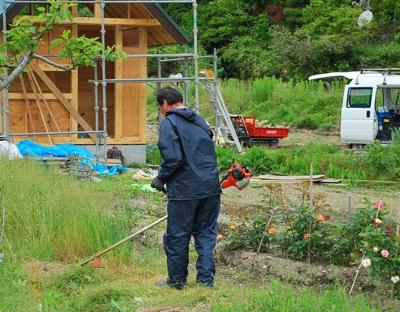 屋根と草刈り