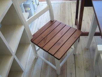 ウシオ椅子