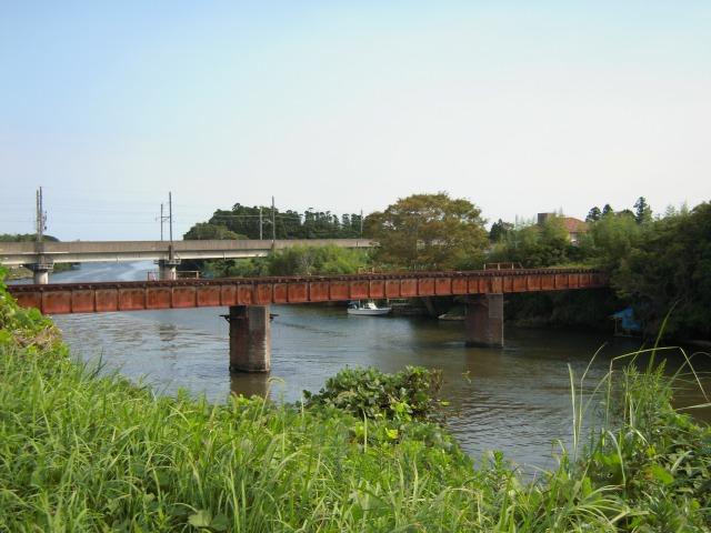 鉄橋の先代と当代(外房線)
