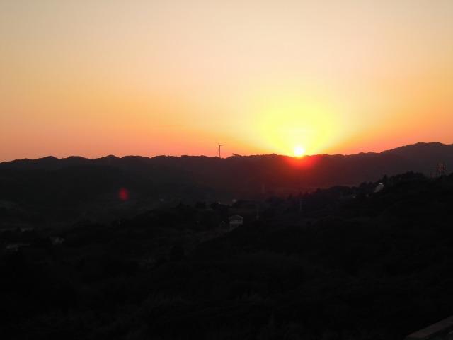 誓いの丘にて夕日を