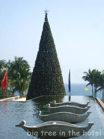 大きいクリスマスツリー