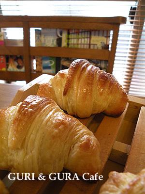 croissant2b.jpg