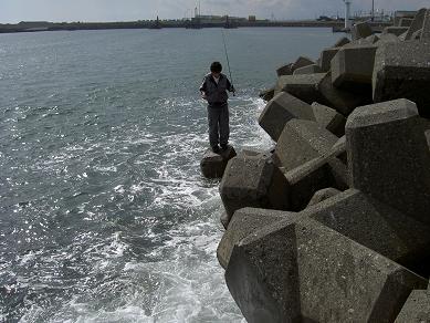 波に襲われるhideki