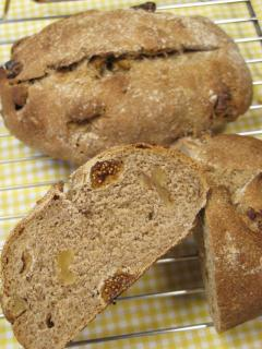白イチジクとクルミのライ麦パン