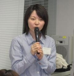 ケニアプロジェクトについて発表する浅野さん