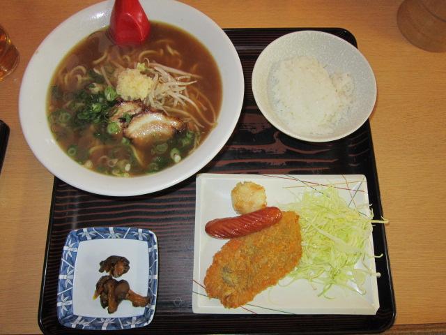 ニンニクラーメン定食(^o^)丿 830円なり(笑)