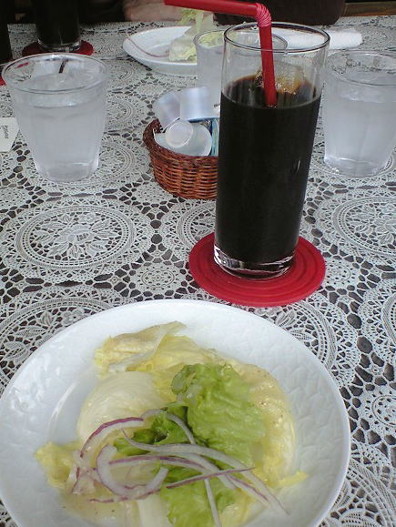 1サラダとアイスコーヒー