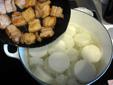 豚バラを炒めて大根と合わせ
