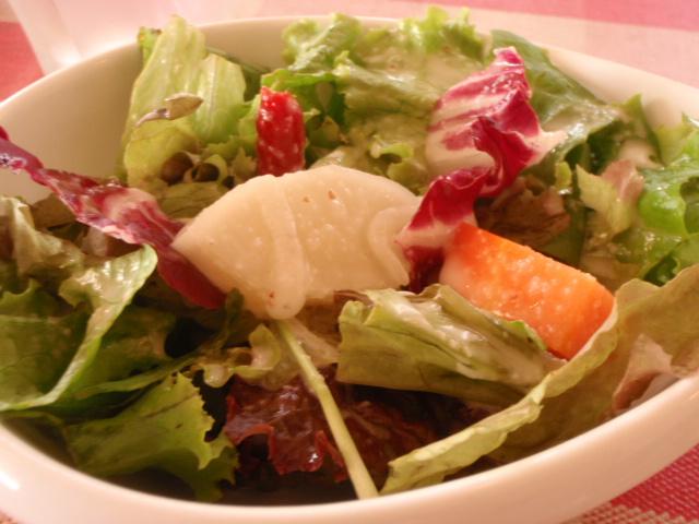 根菜が特徴のサラダ