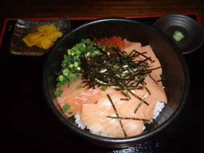 堂島とろ家サーモンイクラ丼900円