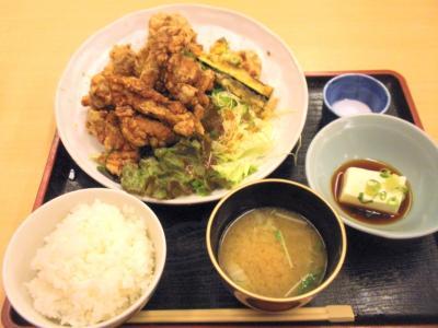 田ごと鶏の唐揚げ定食850円