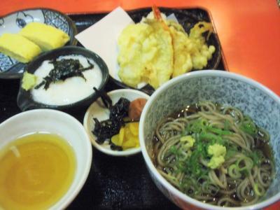 たよし曽根崎店ランチにぎわい定食そば、天ぷら他
