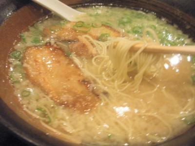 北新地神虎らーめんライスセットラーメン細麺