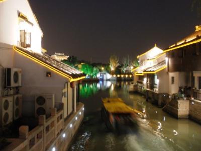 山塘街運河を行く船