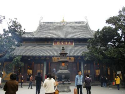 上海龍華古寺境内