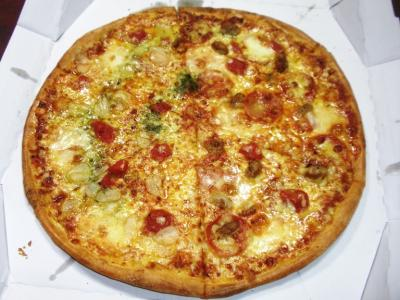 ドミノピザブルックリンピザとブルックリンガーリックトマトのハーフ2500円