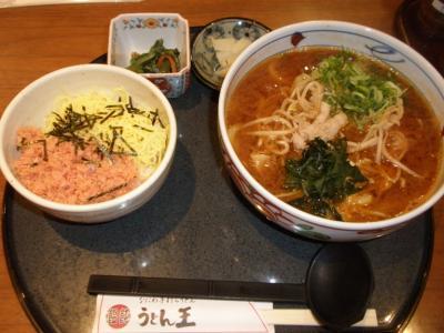うどん王梅田本店赤味噌うどんセット850円