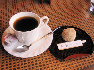 けし餅本舗小島屋茶房コーヒー380円けし餅200円