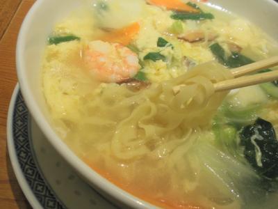 蓬莱戎橋本店五目湯麺は平打麺を選択