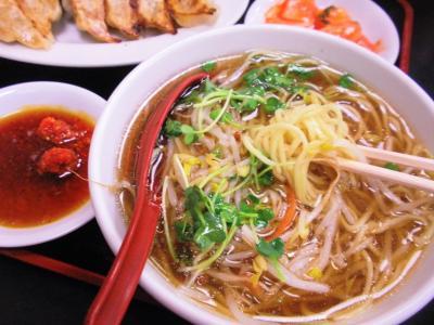 桜橋店3がつく日は餃子定食麺も具だくさん