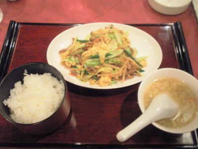 青冥梅田店日替りランチ880円牛肉と五目野菜卵炒め