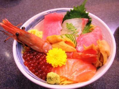 しら川ランチ魔法の海鮮チラシ寿司ボタン海老,トロ,鯛,中トロ,イクラ,サーモン