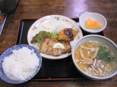 呑呑亭サービス定食450円20110408鶏の香味焼と味噌にゅうめん