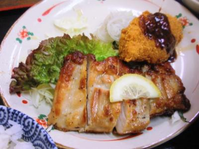 呑呑亭サービス定食20110408鶏の香味焼に白身フライ付