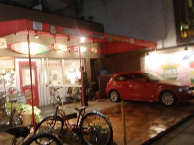 GENESIS(ジェネシス)店前にアメリカンな車