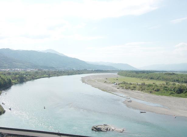 聖地を流れる吉野川(上流側)