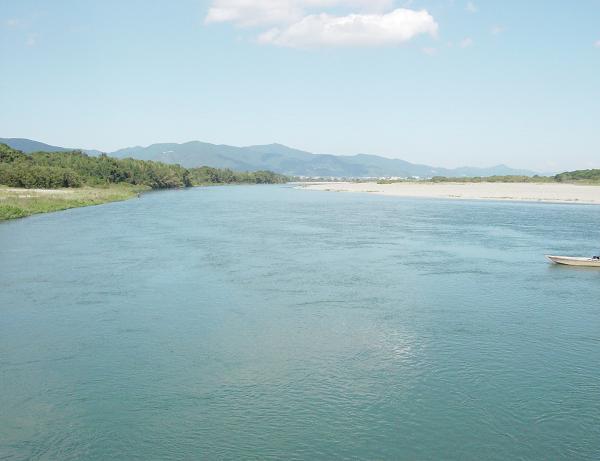 聖地を流れる吉野川(沈下橋から下流側)