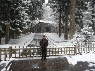 金色堂の前、田中、1030041_convert_20111230122349