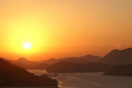 瀬戸内の夜明け・・・片上湾の朝陽