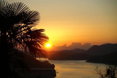 片上湾の朝陽