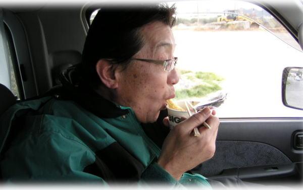 カップヌードルを食ってます^^;