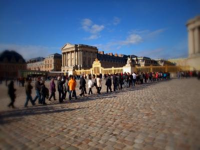 ヴェルサイユ宮殿に入場の列(恒例?)