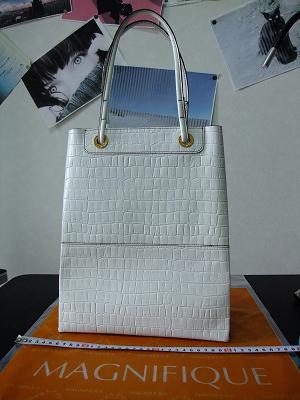 自立しないカバンは鞄とはいえません。ただの袋です。.jpg