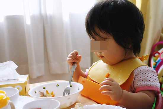 1人で食べられる練習 上手く食べられるかな?