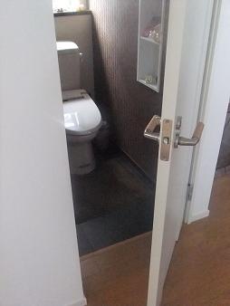 トイレ 扉