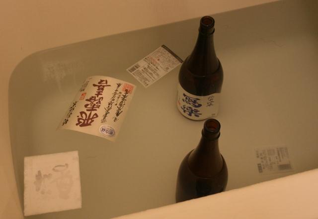 IMG_8721 風呂でラベルはがし W